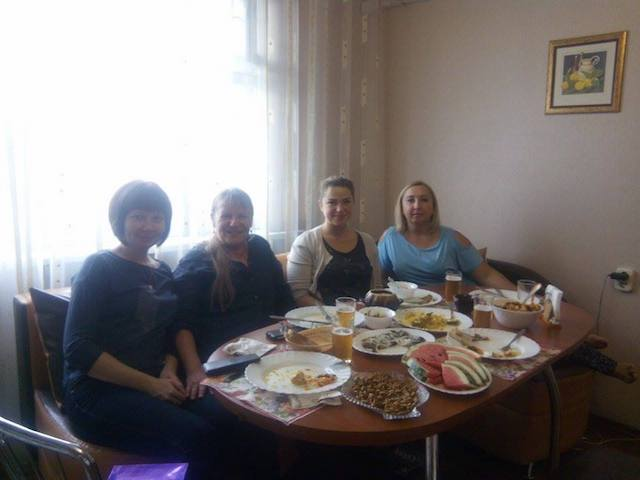 Tischrunde bei Valja